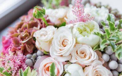 Vinkkejä naistenpäivään – näillä kukkalahjoilla hurmaat elämäsi naisen