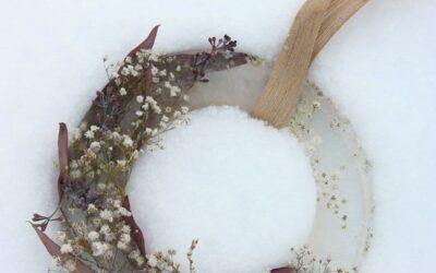 Jäätyneet kukat trendaavat nyt – näin teet kivan jääkranssin
