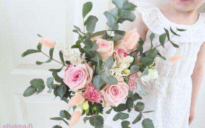 Äitienpäivän kukkalahjaideat – kimppu vai asetelma?