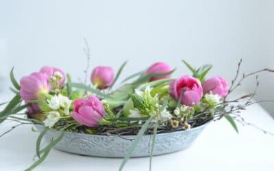 Viikon tulppaanivinkki – tulppaaniasetelma vadilla