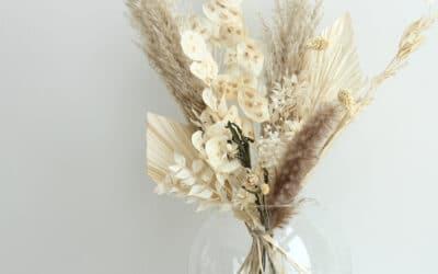 Vaalea kuivakukkakimppu – upea katseenvangitsija sopii moneen kotiin