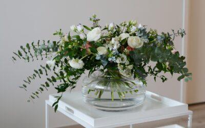 Millainen kukkakimppu sopii suosittuun Marimekon Urna-maljakkoon?
