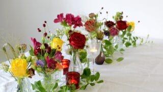 Tee tunnelmallinen kukka-asetelma venetsialaisjuhliin